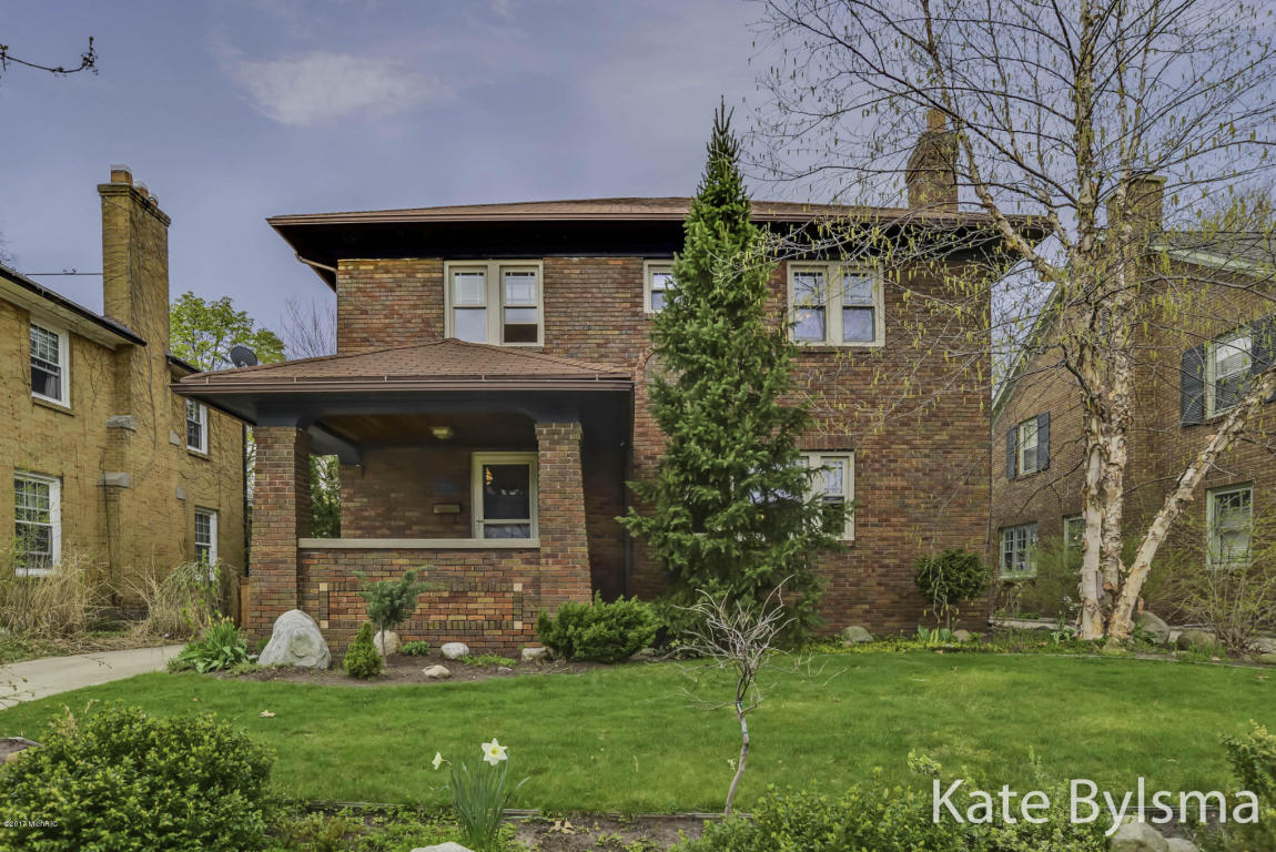 1035 Iroquois Dr SE, Grand Rapids, MI 49506