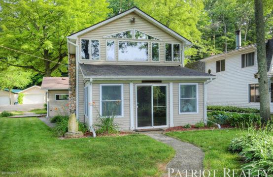 1732 E Gardner Avenue, Newaygo, MI 49337