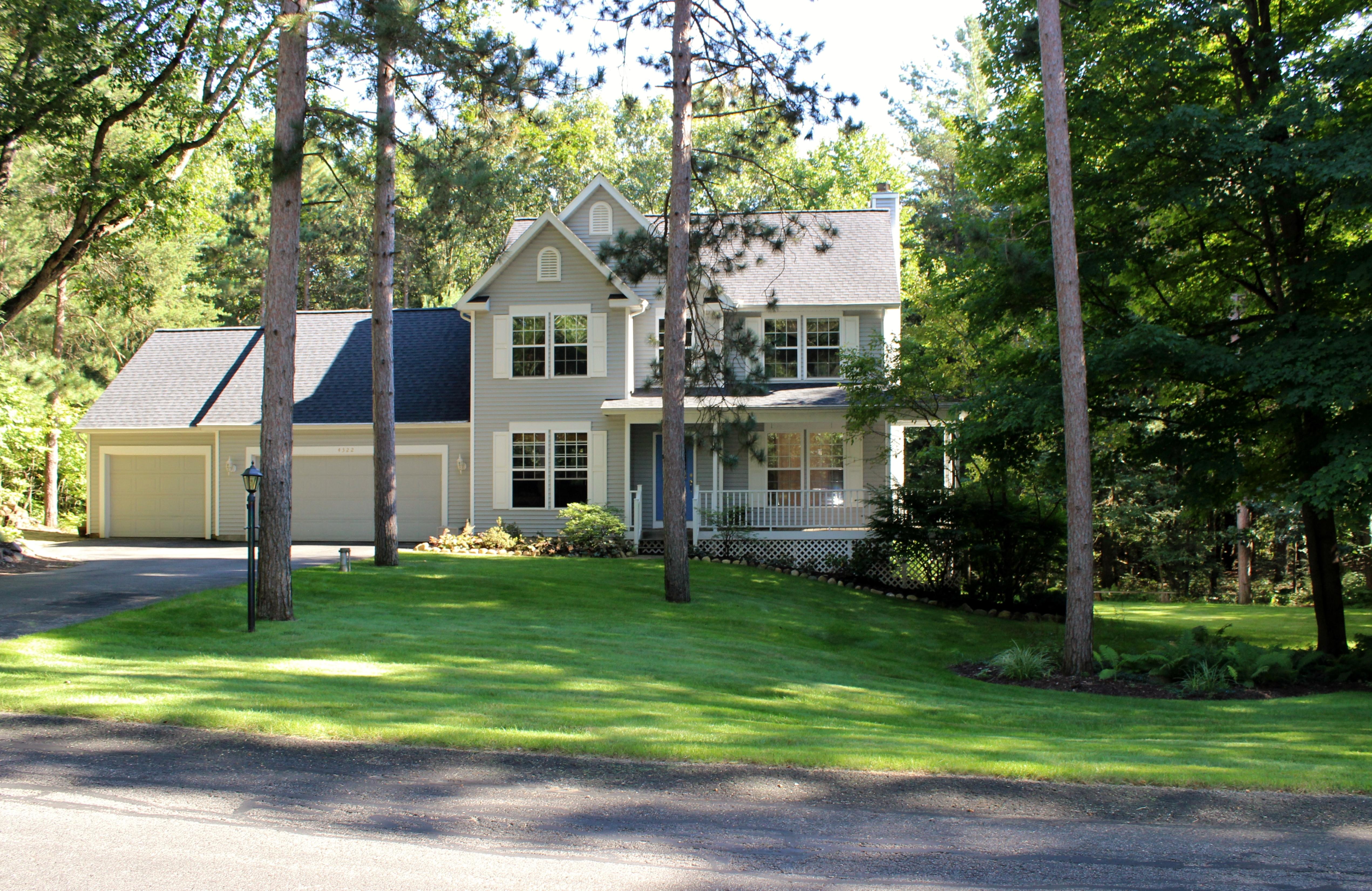 4322 Summit Forest Drive NE, Rockford, MI 49341