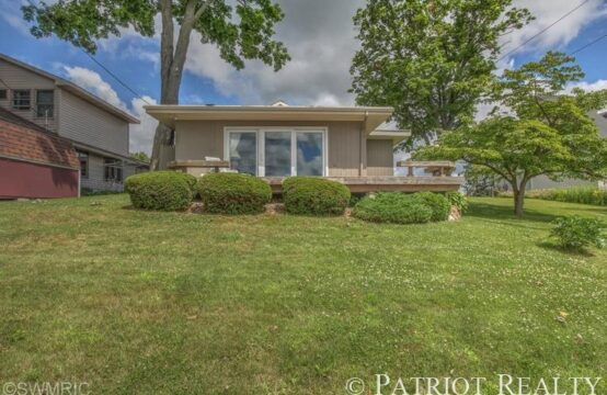 8180 Morrison Lake Gardens, Saranac, MI 48881