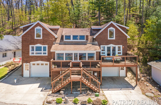 438 W Pickerel Lake Drive, Newaygo, MI 49337