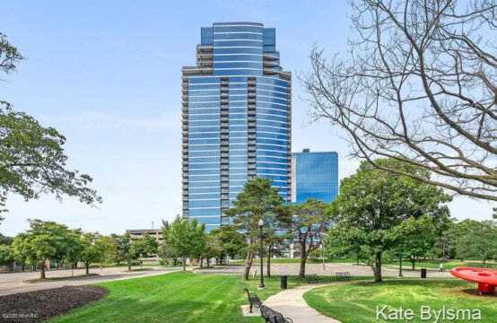 335 – 302 Bridge Street NW, Grand Rapids, MI 49504
