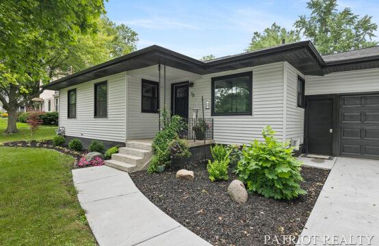 78 Lakeside Drive NE, Grand Rapids, MI 49503