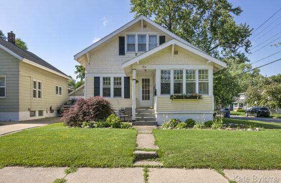 734 Graceland Street NE, Grand Rapids, MI 49505